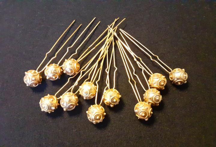 12 agujones horquillas plata dorada indumentaria traje