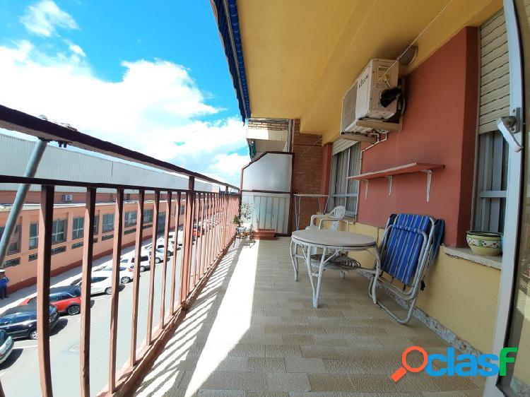 Piso amplio con terraza y céntrico al lado de la plaza del reino!! piso céntrico con una excelente terraza y amplio con unas bonitas vistas con una superficie de 111 m2 al lado de la plaza de