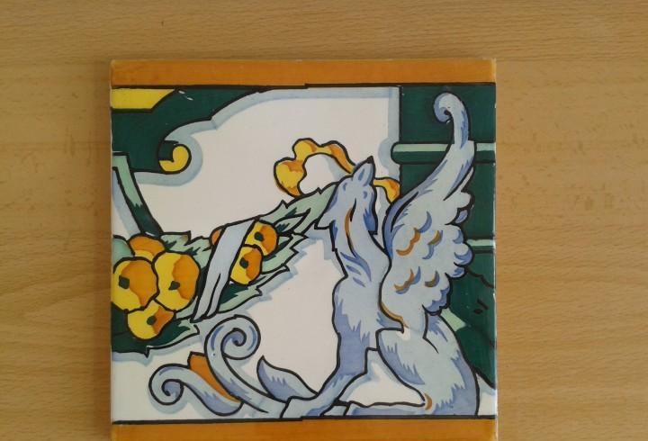 A4 azulejo antiguo modernista gargola alada mitologia