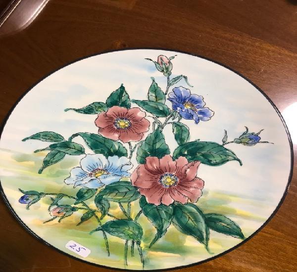 Hermoso plato fabricado y pintado a mano, ceramar, colores