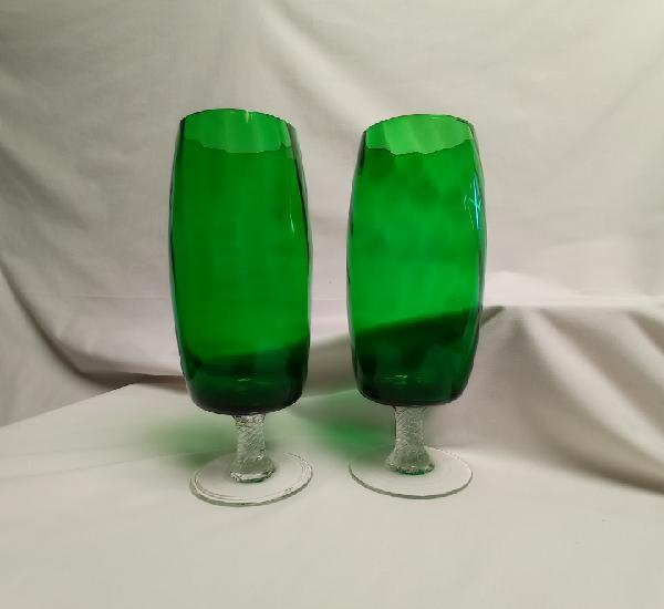 Preciosas copas altas verdes de cristal tallado