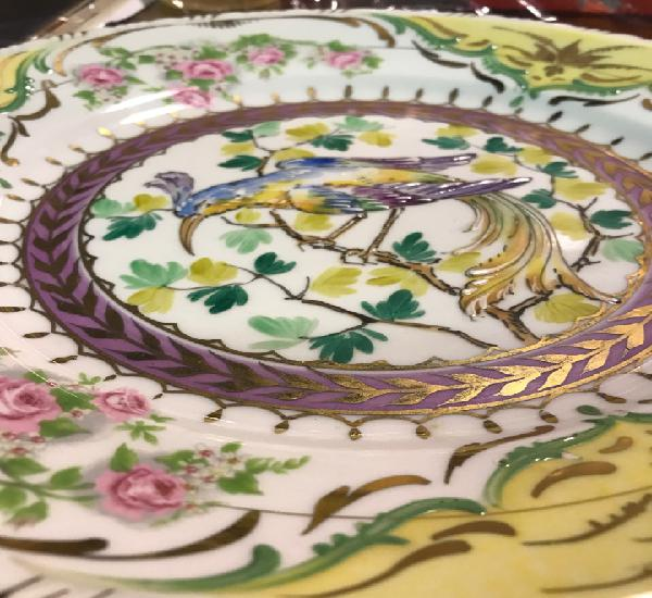 Hermoso plato pintado a mano, primera mitad del siglo xx.