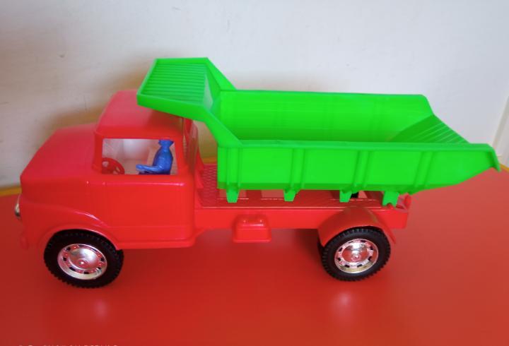 Camión volquete basculante (31 cm).karpan 70s.nuevo.