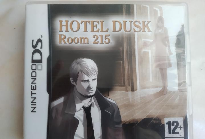 Juego hotel dusk room 2015 nintendo ds + rumble pack