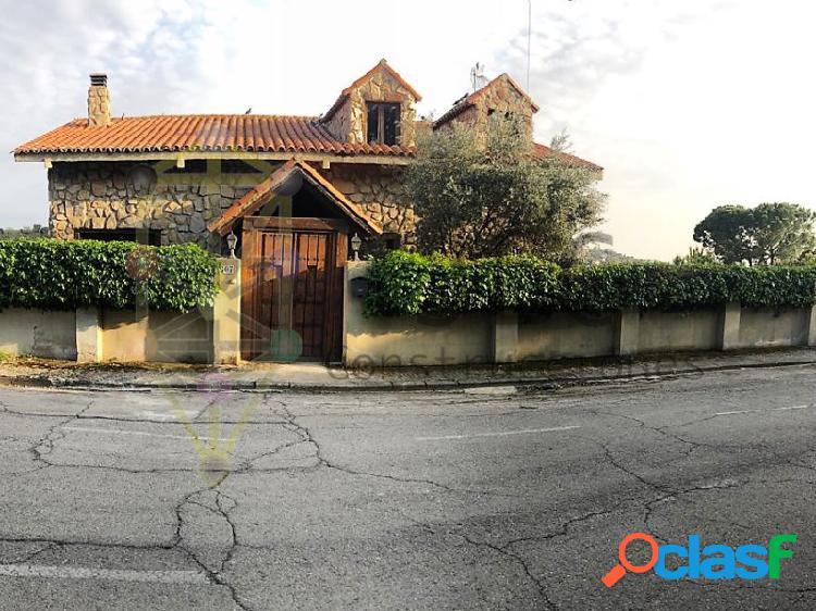 Chalet independiente en las colinas: 3 habitaciones, chimenea, horno de leña, jardín...etc.