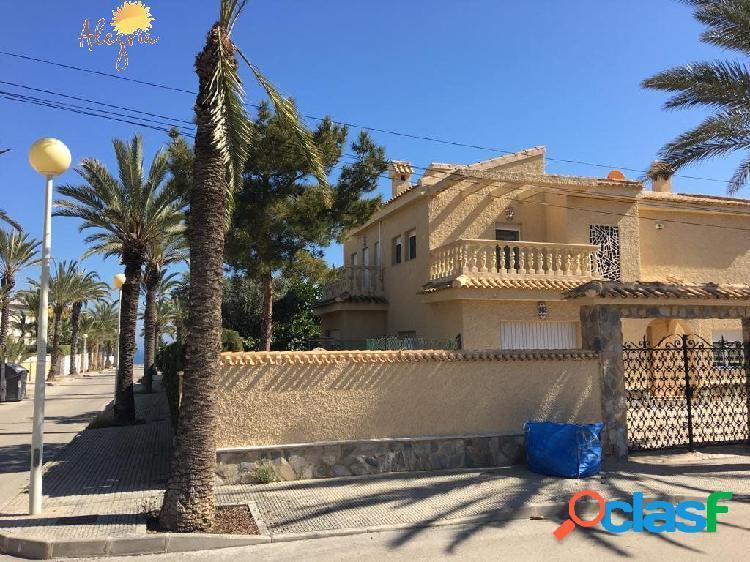 Villa mediterranea a 100 de la playa de cabo roig