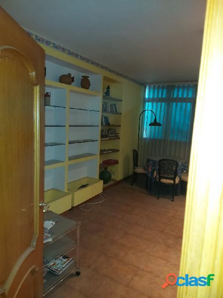 Piso de cinco dormitorios a reformar en pleno centro de murcia