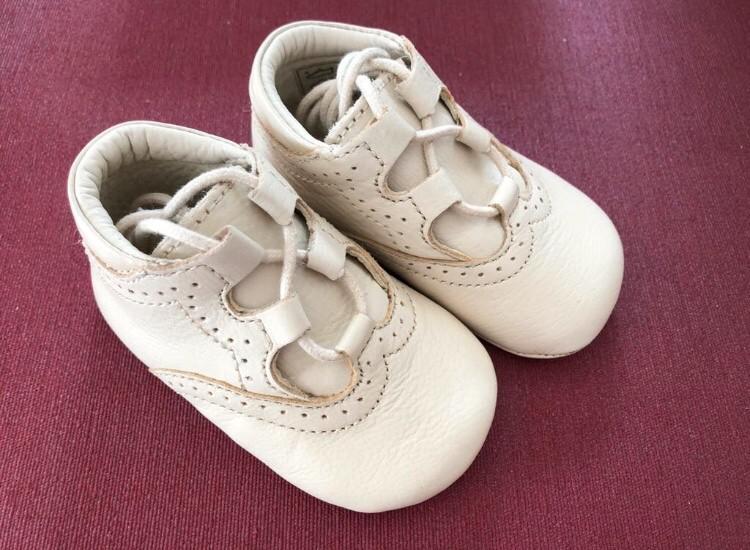 Zapatos piel bebé a estrenar