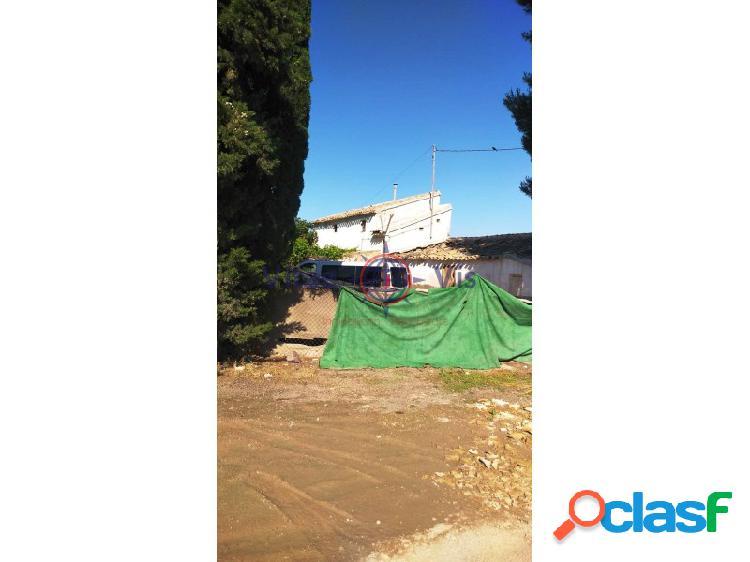 Casa de campo a restaurar en La Hoya CON PARCELA DE 5600 M2 2