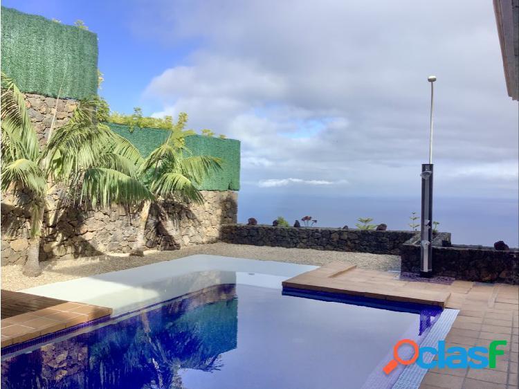 Agradable chalet pareado con piscina y vistas