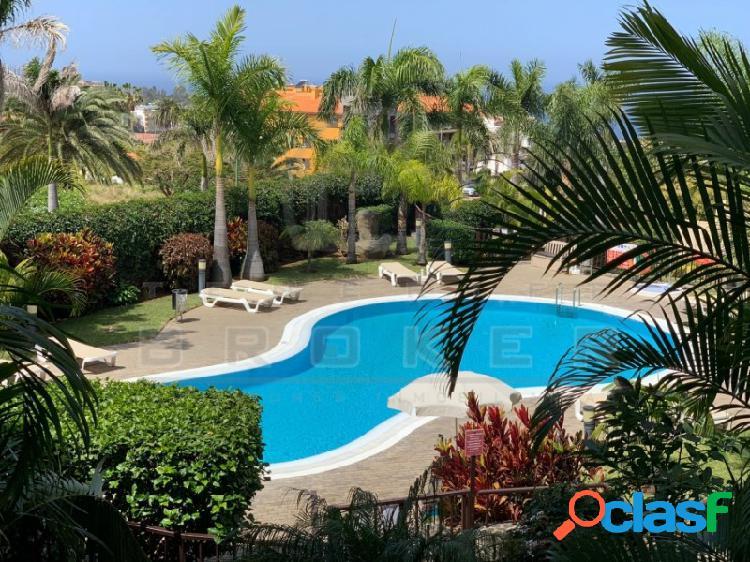 Amplio piso con vista libre al mar, garaje y piscina