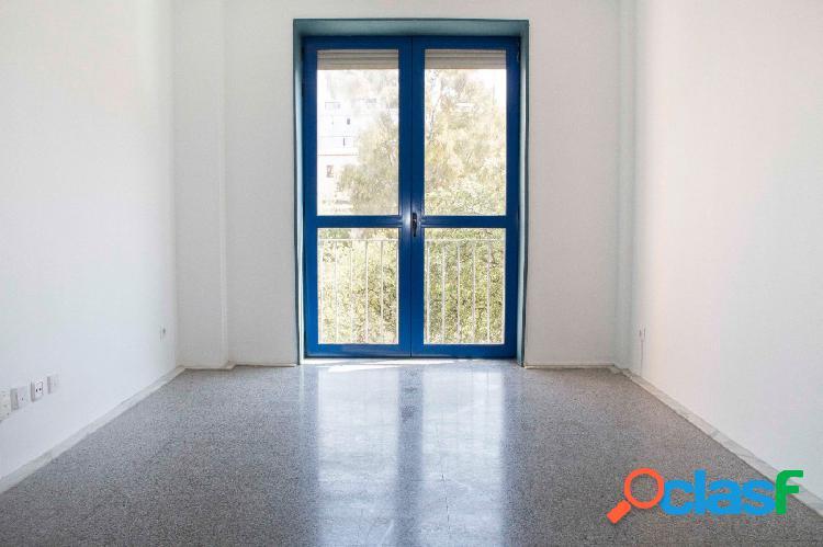 Piso en venta de 75m2 con 3 habitaciones y muy luminoso en El Gòtic, centro de Barcelona 1