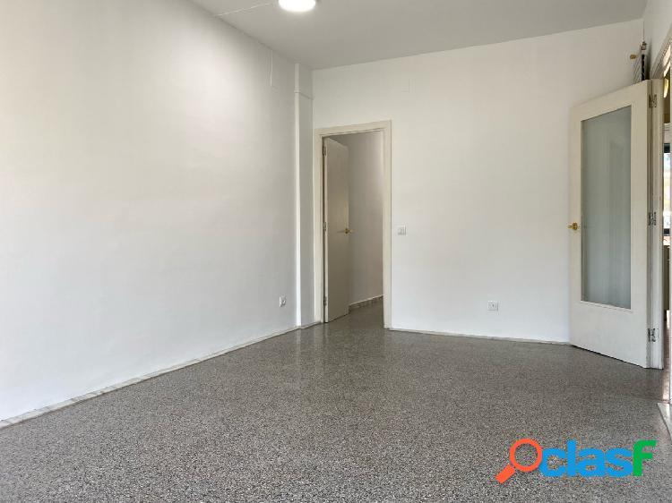 Piso en venta de 75m2 con 3 habitaciones y muy luminoso en El Gòtic, centro de Barcelona 2
