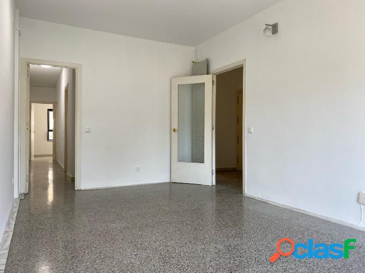 Piso en venta de 75m2 con 3 habitaciones y muy luminoso en El Gòtic, centro de Barcelona 3
