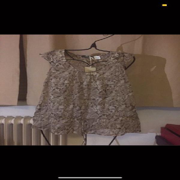 Blusa estampada marrón beige con etiquetas