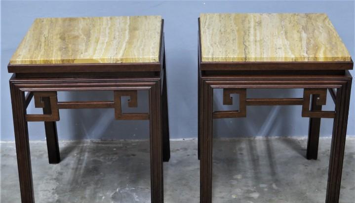 Pareja de mesas auxiliares de madera y sobre de piedra.