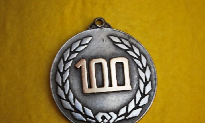 Unica antigua medalla de plata y oro -100 de marca la piara