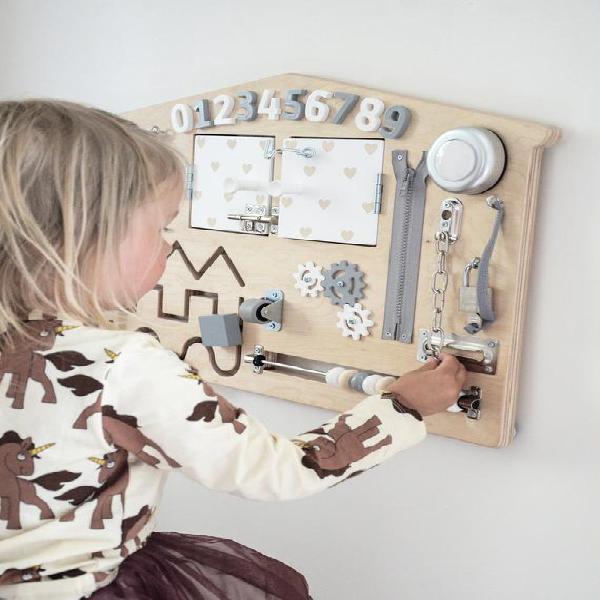 Ajetreado juguete para niños pequeños - tablero sensorial