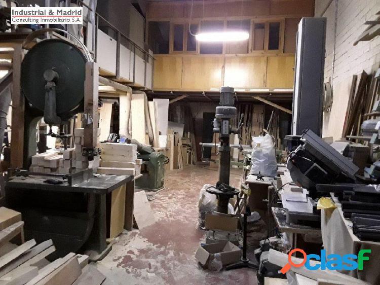 Nave industrial con negocio de carpinteria / ebanisteria en mejorada.