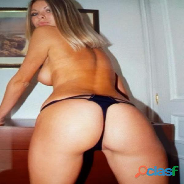 Chica frances сompleto dispuesta a