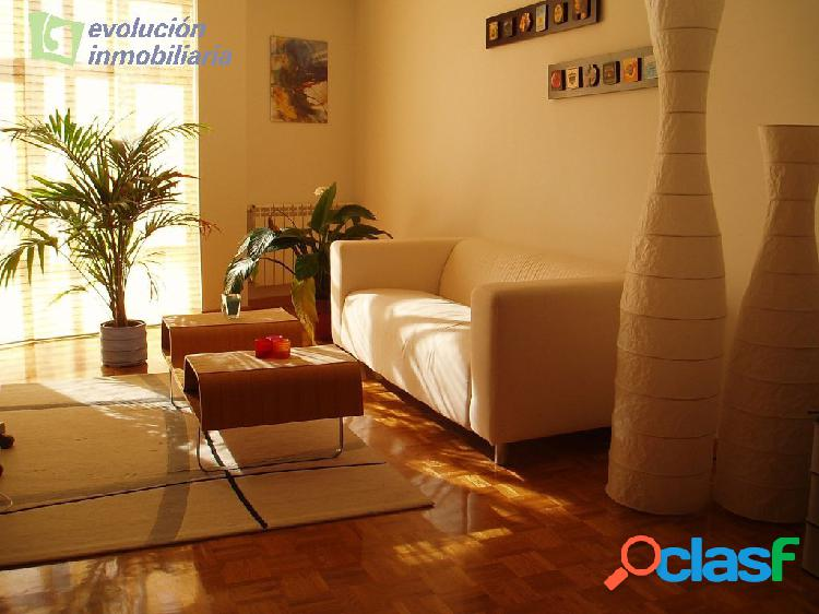 Barrio de villalonquejar amplio apartamento de dos dormitorios, dos baños, garaje y trastero
