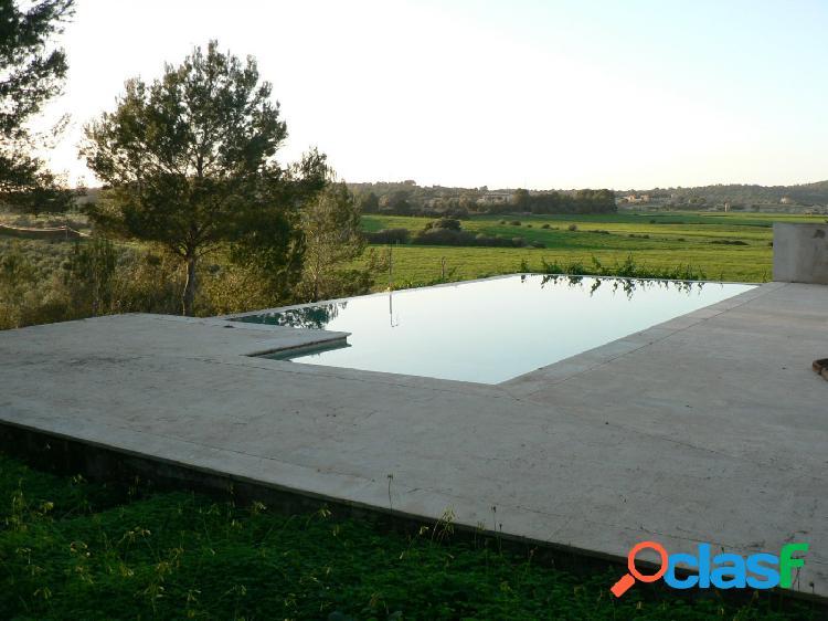 Fabulosa finca rústica con piscina desbordante y árboles frutales
