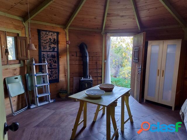 Parcela con casa de madera