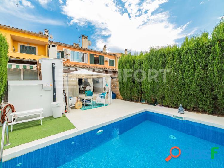 Chalet adosado con piscina situado a escasos metros de la playa de alcudia