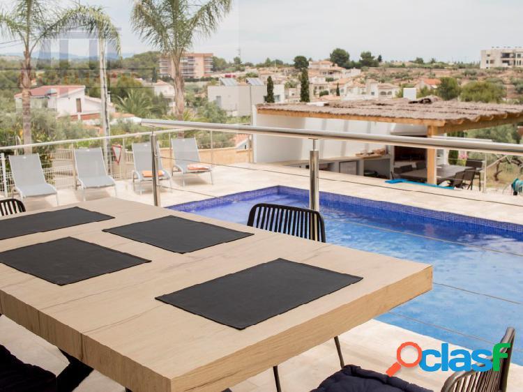 Chalet nuevo con piscina privada cerca de la playa