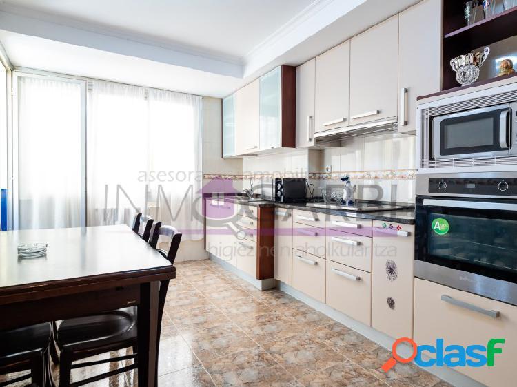 Vivienda de tres habitaciones con terraza de mas de 40 m2 y ascensor en ordizia