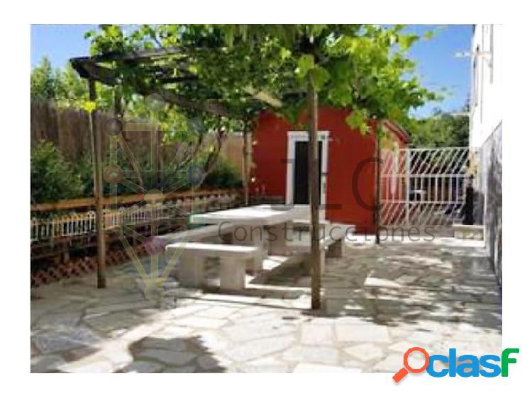 Chalet con piscina cubierta, 5 habitaciones, 500 m2 parcela, chimenea, horno de leña, etc.