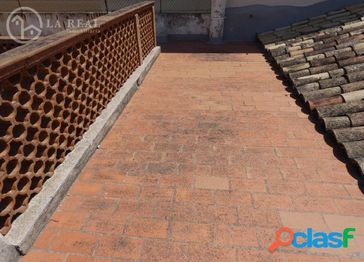 Planta baja techo libre con terraza - Soledad / Reyes Católicos 1