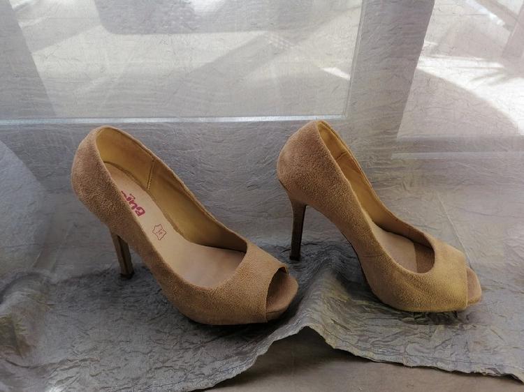 Zapatos tacón ante beige corina