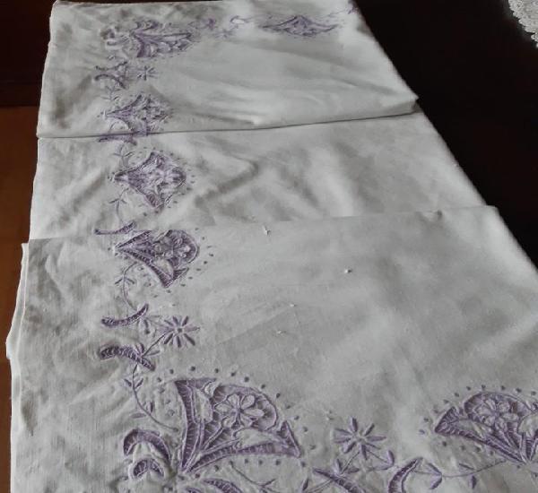 Antigua sabana bordada de algodon o hilo a richelieu.