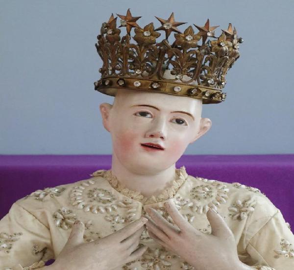 Corona de tamaño casi natural para imagen vestidera,