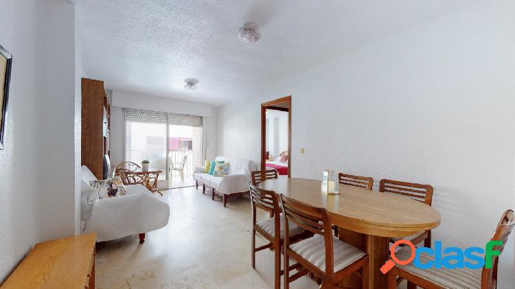 Amplio piso en lo pagán cerca de la playa y de todos los servicios.