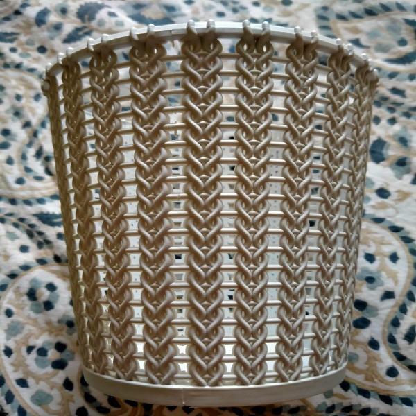 Caja de plástico gris claro
