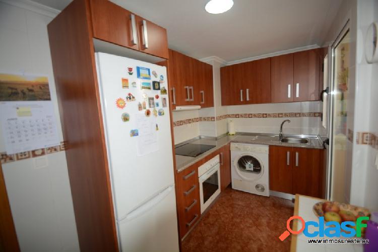 Piso en almoradí zona ctra. almoradí-orihuela, 80 m2. construidos, 3 habitaciones y 2 baños.