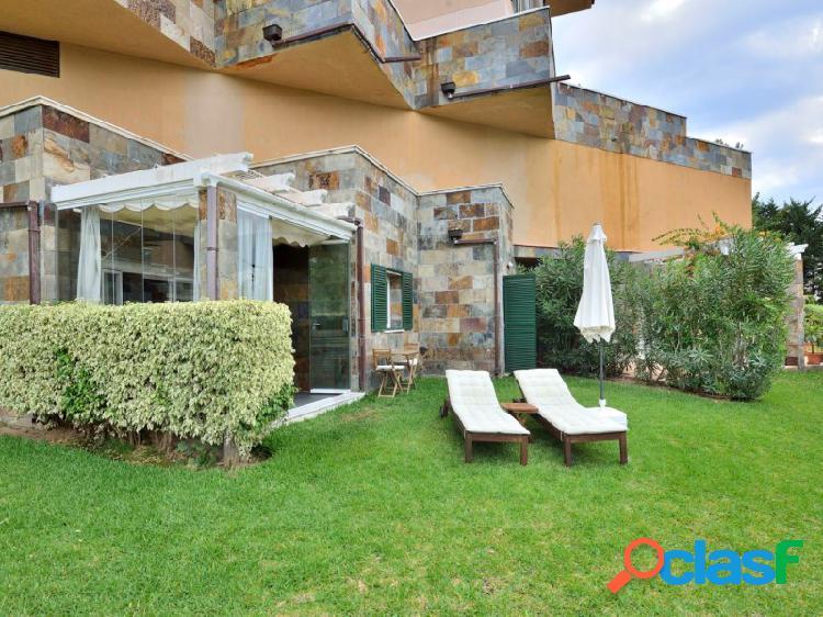 Apartamento reformado con acceso directo a la piscina y jardines comunitarios. 1
