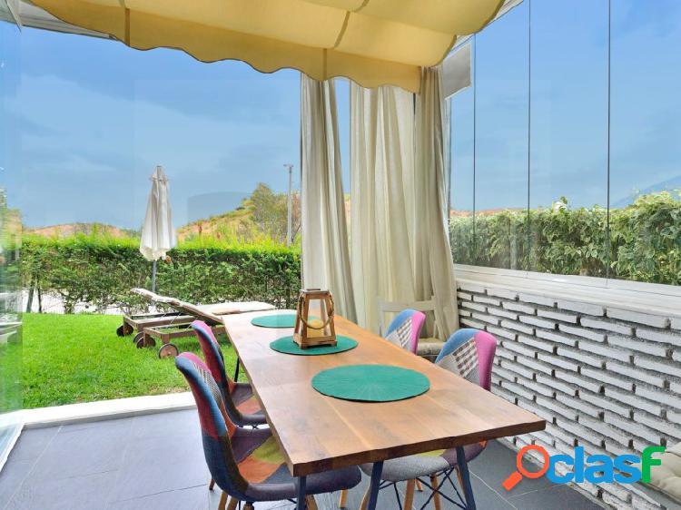 Apartamento reformado con acceso directo a la piscina y jardines comunitarios. 3