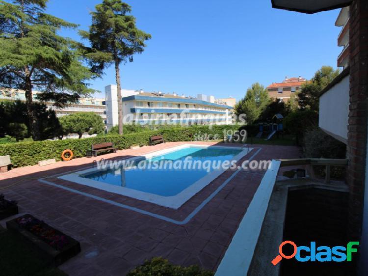 Apartamento con licencia turistica y piscina en fenals