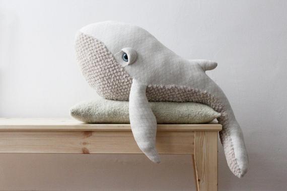 Ballena albinos grande - juguete hecho a mano
