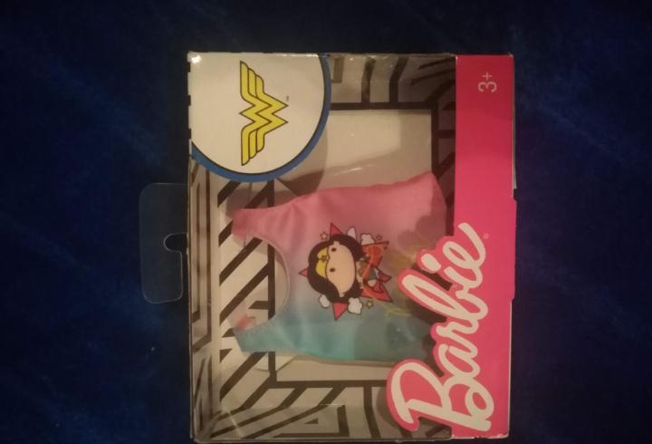 Blister de ropa muñeca barbie, serie dc comics. camiseta
