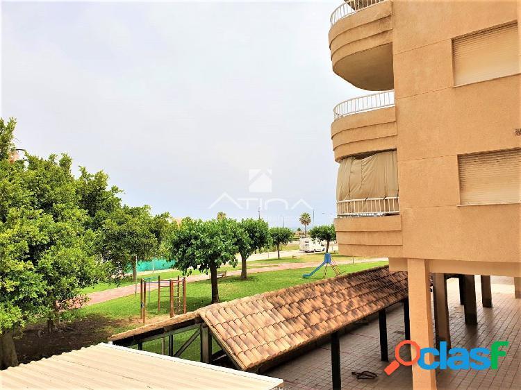 Apartamento con amplia terraza y vistas al mar situado en 3ª línea playa Daimús, 1