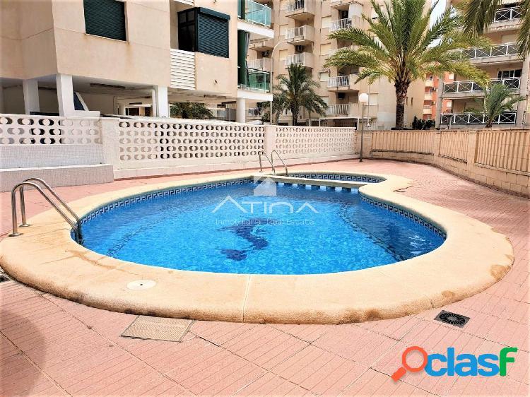 Apartamento con amplia terraza y vistas al mar situado en 3ª línea playa Daimús, 2