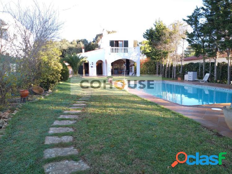 Chalet con amplio jardín y magnificas calidades