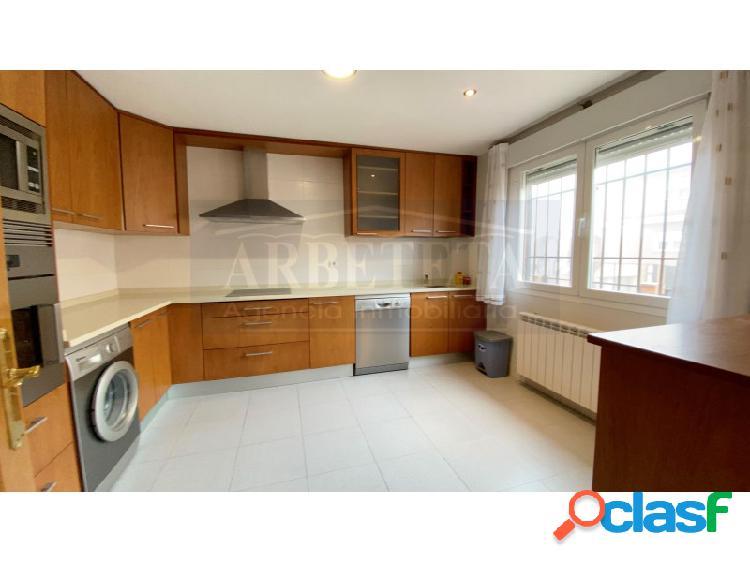 Agencia inmobiliaria arbeteta vende magnífico chalet de 4 habitaciones en torija.