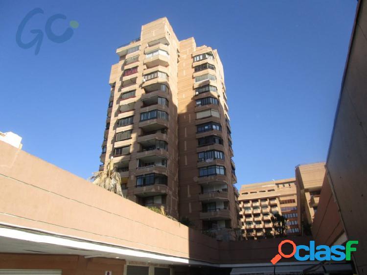 Gc pone a la venta un apartamento a tan solo 3 minutos andando de la playa del centro de fuengirola y del puerto deportivo.