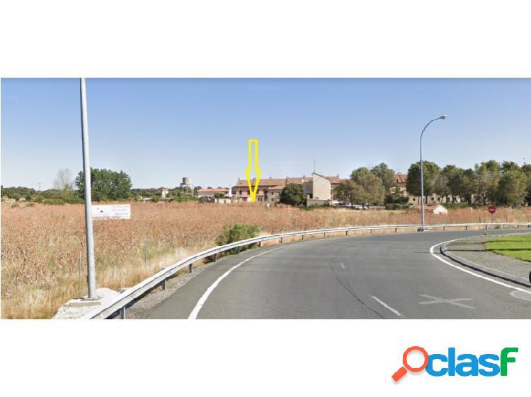 Suelo urbano consolidado situado en la localidad de ávila. cuenta con una superficie de 3885 m² y permite una edificabilidad aproximada de 948 m para uso residencial