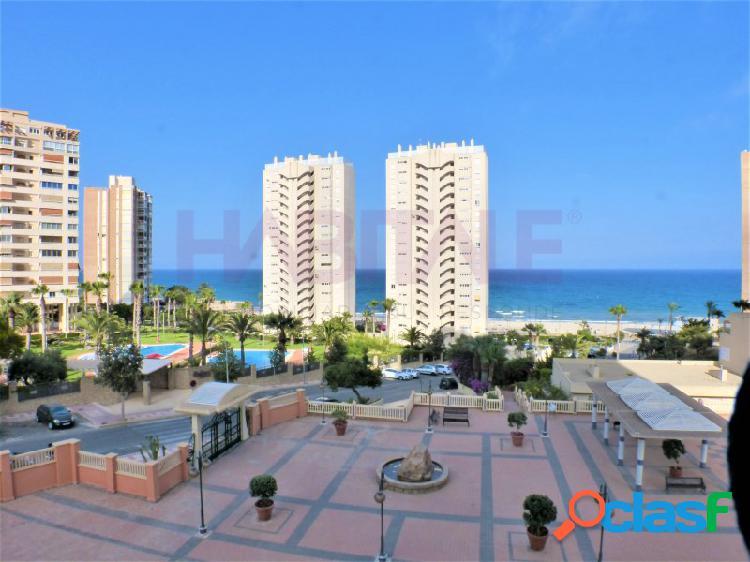 Magnifico apartamento con vistas al mar y plaza de garaje.